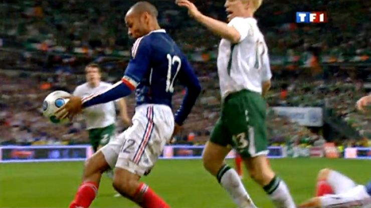 Pic: Irish lad's Tinder chat with French girl ends because of Thierry Henry's handball