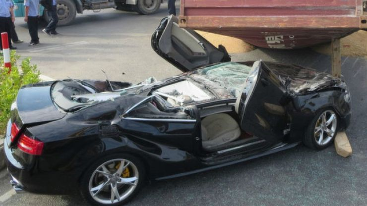 Pic: Couple survive after shipping container falls on car