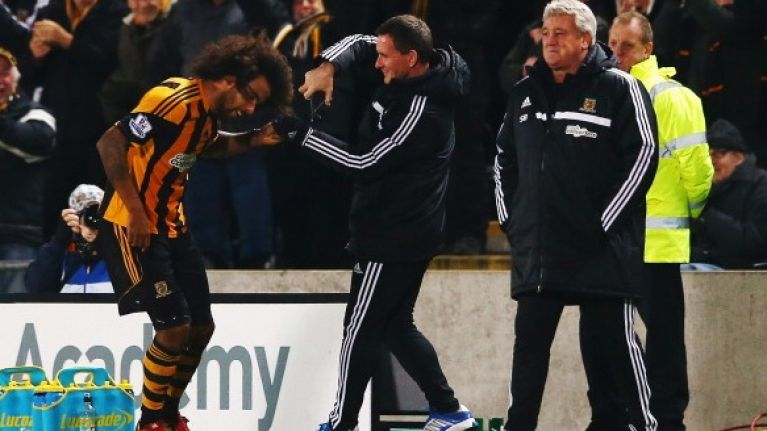 Vine: Tom Huddlestone gets haircut on the pitch after breaking his goal drought against Fulham