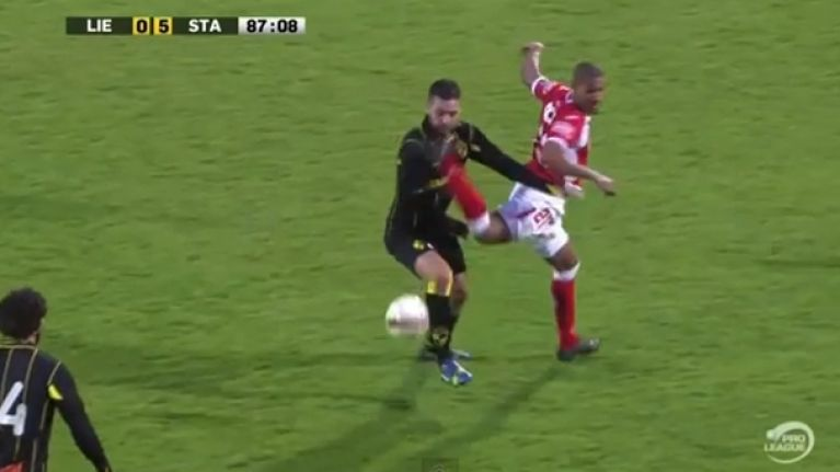 Video: Tekkers fail – French footballer mistimes his kick and gets sent off