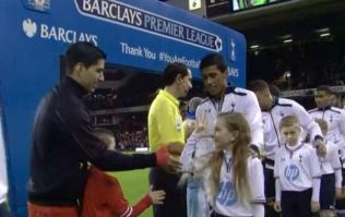 Vine: Spurs mascot embarrasses Luis Suarez with the classic fake handshake trick