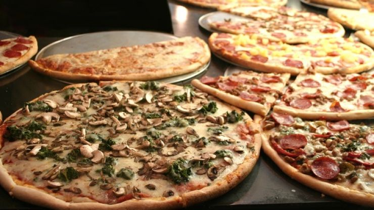 Ranking every pizza topping from worst to best