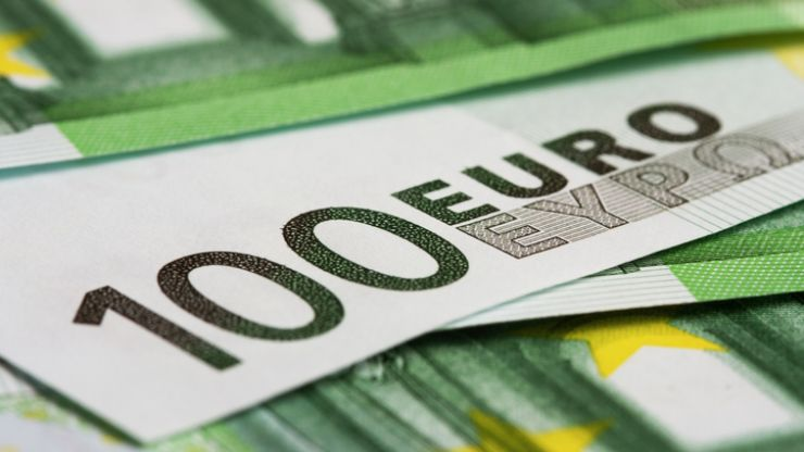 Just under a third of Ireland's highest earners say they have difficulty making ends meet