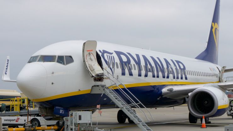 """Ryanair told to remove """"irresponsible"""" advert in the UK"""