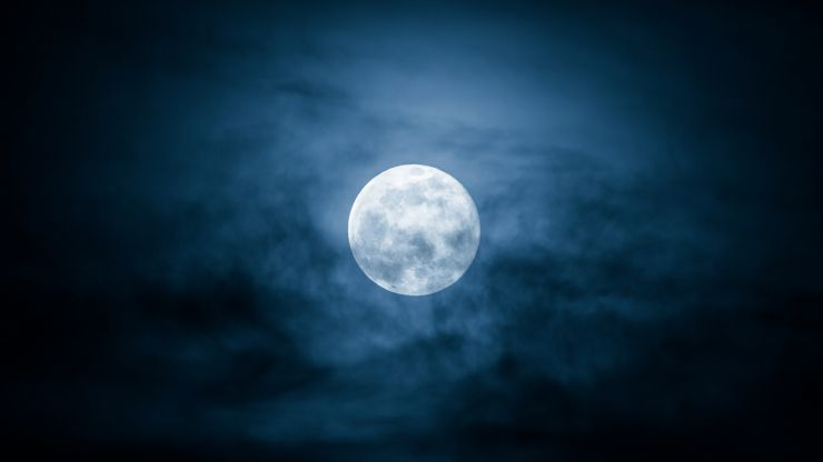 """Rare """"blue moon"""" will be visible over Ireland on Halloween night"""