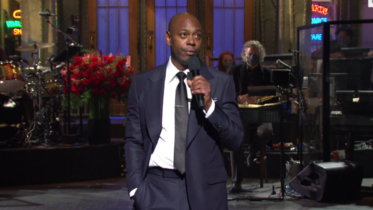 "Dave Chappelle refers to Trump as a ""hilarious racist"" in SNL monologue"