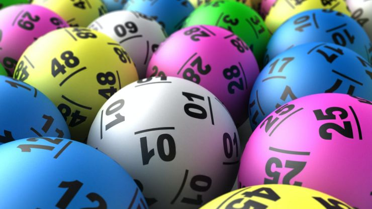 Loads of Irish trying their luck for the $243 million Powerball lottery draw