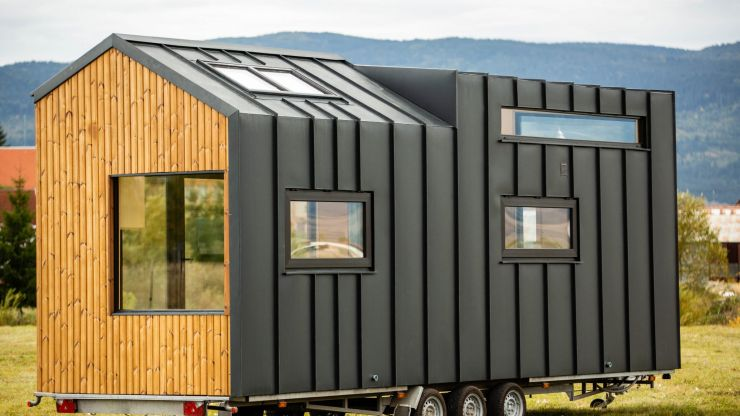Meet the Irish man who's selling all of his stuff and going to live in a tiny house on wheels