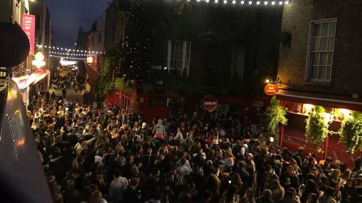 Three arrests made after large crowds gathered in Temple Bar on Saturday night
