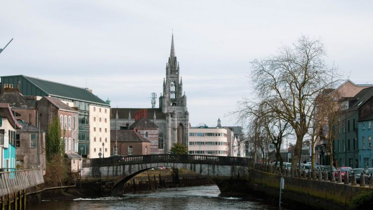 """Gardaí move """"a number of people"""" on in Cork as 300 students gather in College Road"""