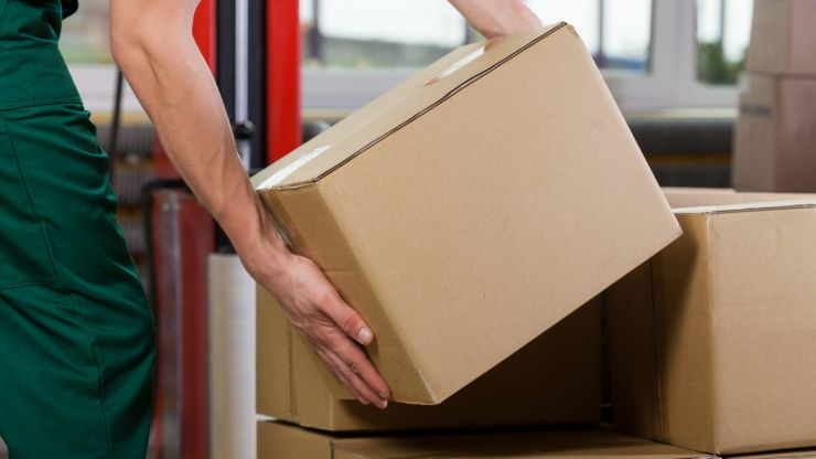Warning issued after vans follow couriers to steal packages ahead of Christmas