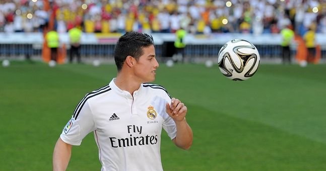GIF: James Rodriguez doesn't know how to score a normal goal