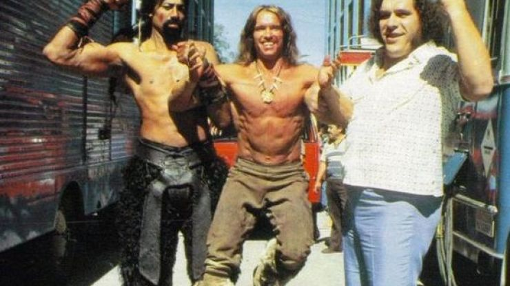 Pic: Mr Olympia Arnold Schwarzenegger is completely dwarfed by these two giants