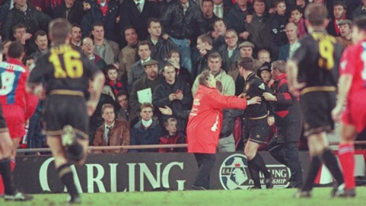 If Twitter had been around for Eric Cantona's kung fu kick it might have looked something like this...
