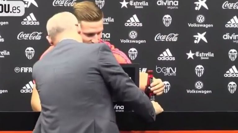 WATCH: Valencia press officer denies request of Muslim player to take away beer bottle