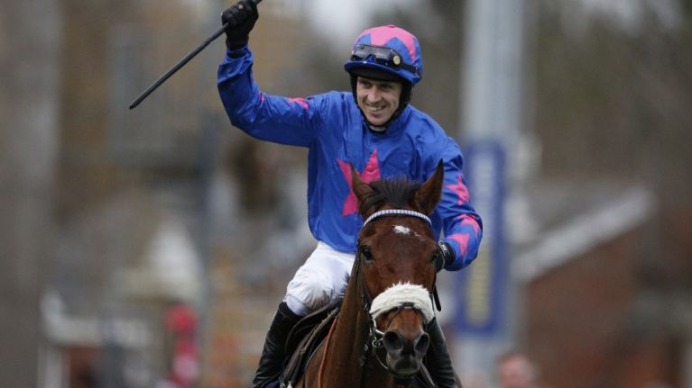 WATCH: Cue Card prevails in an unbelievable finish to the King George