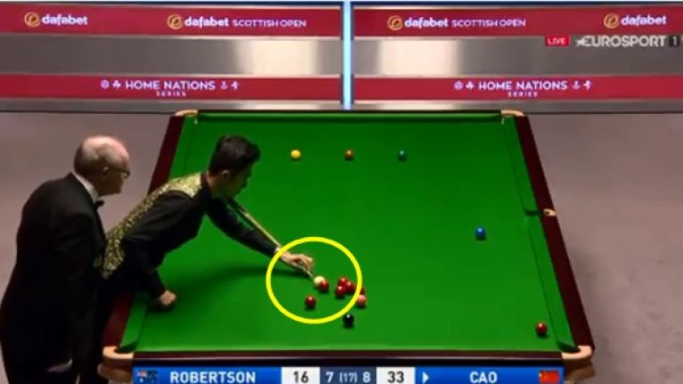 Cao Yupeng revolutionises way to hold cue in awkward position