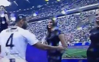 Juventus player left brutally hanging in Serie A title presentation ceremony
