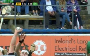 Smallest man on pitch catches high ball over everybody else