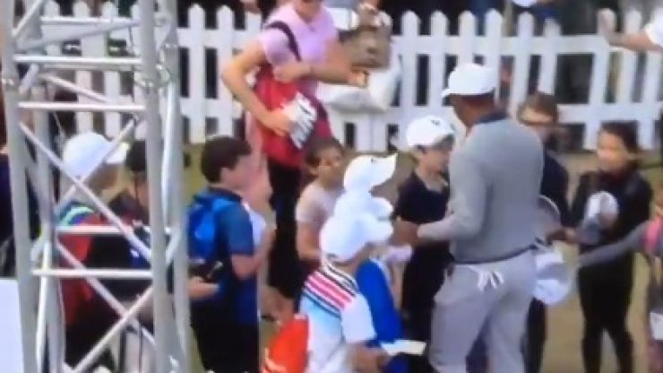 Tiger Woods snubs kids asking for autographs at The Open