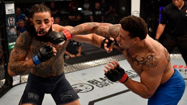 Controversial NFL star picks up another UFC knockout
