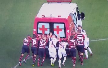 Ambulance breaks during Brasiliero Serie A game and players help to get it off