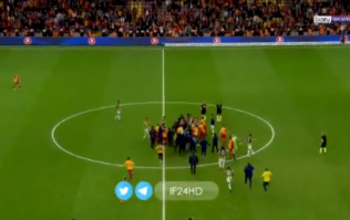 Violent scenes on the pitch after Istanbul derby between Fenernahçe and Galatasaray