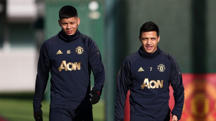 Manchester United players avoid Marcos Rojo in training, says Luke Shaw