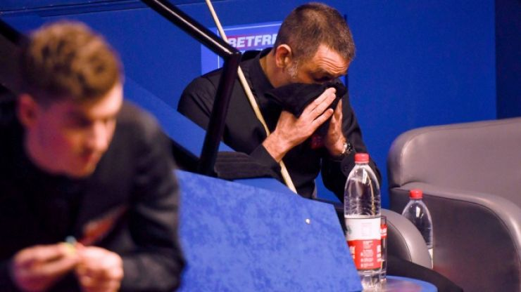 """Ronnie O'Sullivan was """"struggling to stay awake"""" during shock defeat to James Cahill"""