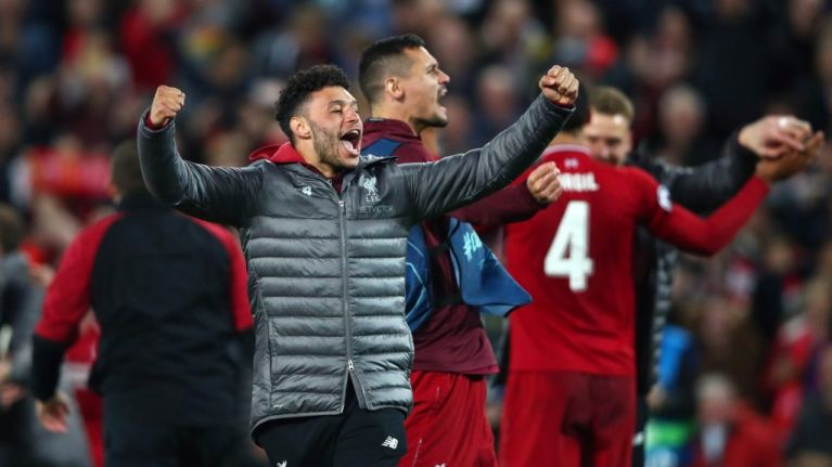 Oxlade-Chamberlain captures candid Klopp reaction to Barcelona victory from the bench