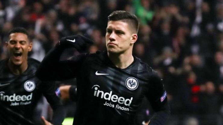 Luka Jovic marks goal against Chelsea with shocking knee-slide