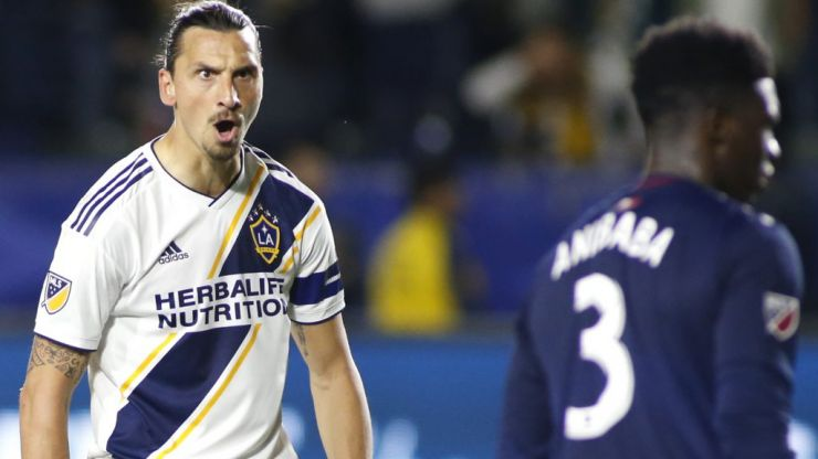 Zlatan Ibrahimovic scores with (another) ridiculous bicycle kick
