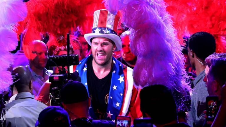 Tyson Fury belts out Aerosmith and 'American Pie' after dominant TKO victory
