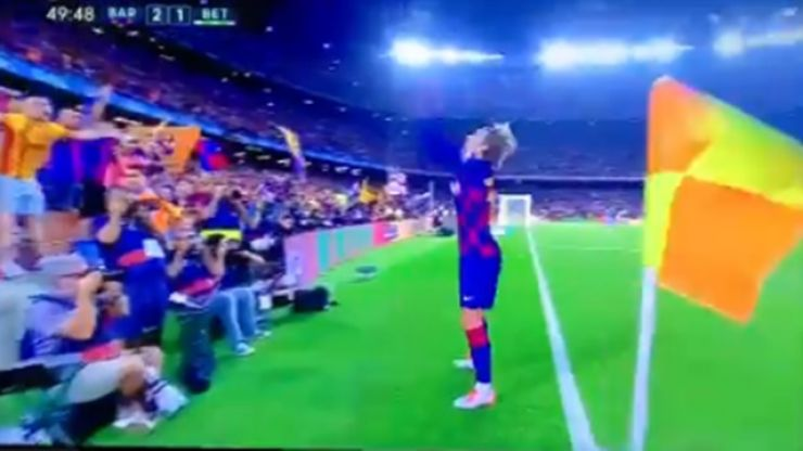 Antoine Greizmann celebrates scoring Barcelona goal with glitter