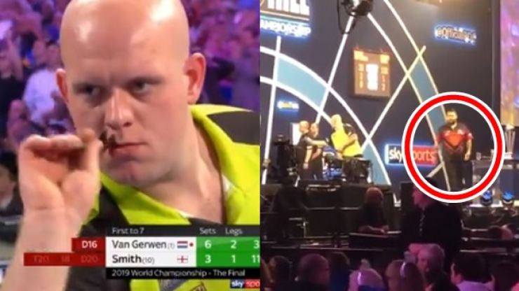 Michael Smith shows what he's about with response to crowd's boos for MVG's match dart