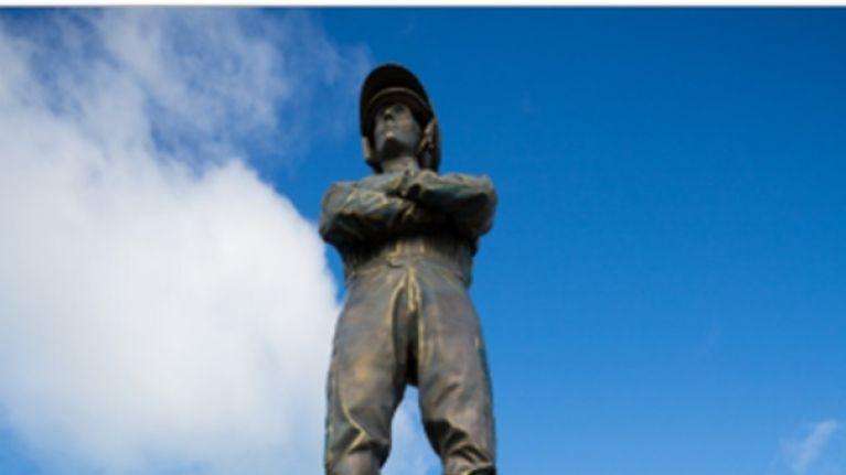 Paddy Power unveil massive 25ft statue on eve of Cheltenham