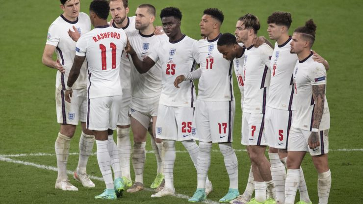 Man hands himself in to police over his own social media posts to England players